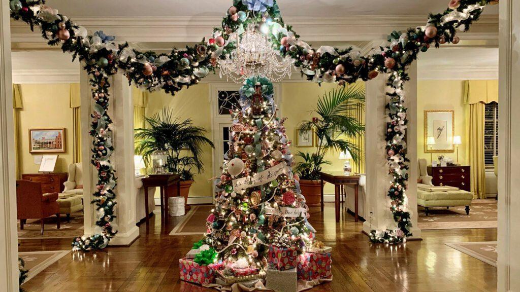 holiday decorations at The Carolina Inn